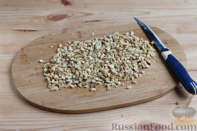 Фото приготовления рецепта: Кекс с айвой и орехами - шаг №3
