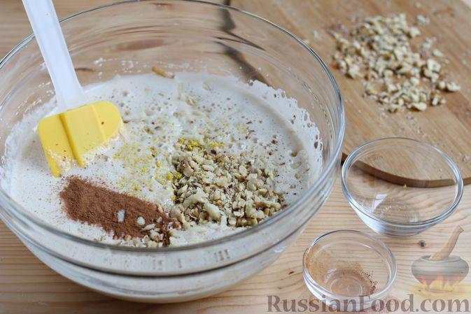 Фото приготовления рецепта: Кекс с айвой и орехами - шаг №6