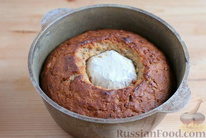 Фото приготовления рецепта: Кекс с айвой и орехами - шаг №10