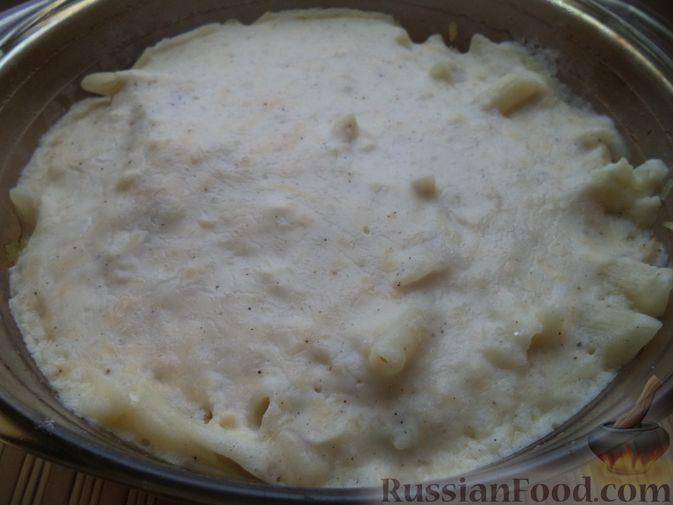 Фото приготовления рецепта: Пирог на молоке, с хурмой и штрейзелем - шаг №12