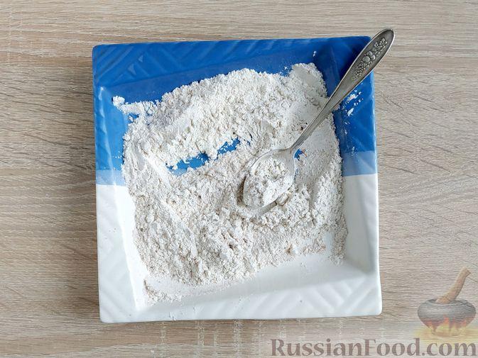 Фото приготовления рецепта: Яблочно-сливовый крамбл с овсяными хлопьями - шаг №11