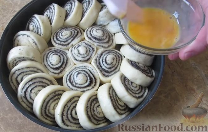 Фото приготовления рецепта: Куриные сердечки, тушенные с болгарским перцем и помидорами - шаг №11