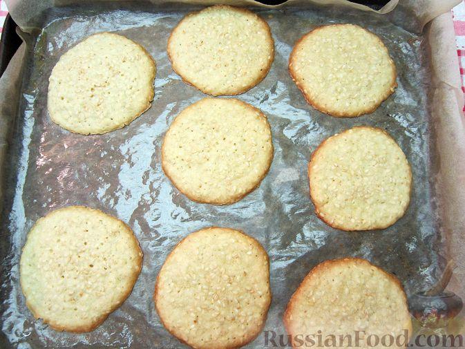 Фото приготовления рецепта: Свинина, запечённая с сухофруктами и медовой глазурью - шаг №8