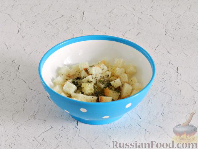 Фото приготовления рецепта: Салат с курицей, сырными шариками и мандаринами - шаг №3