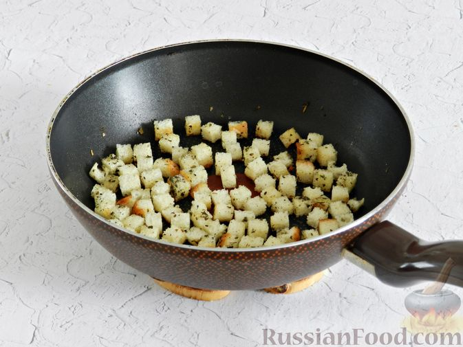 Фото приготовления рецепта: Салат с курицей, сырными шариками и мандаринами - шаг №4