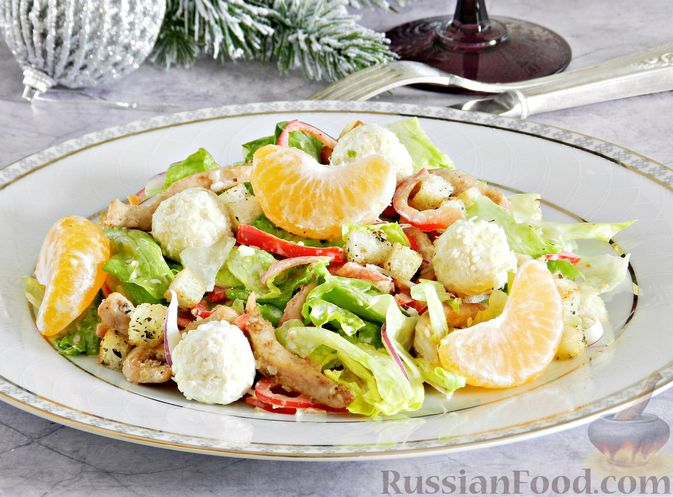 Фото приготовления рецепта: Салат с курицей, сырными шариками и мандаринами - шаг №18
