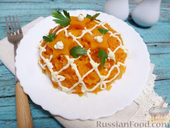 Фото к рецепту: Слоёный салат с курицей, морковью и дайконом