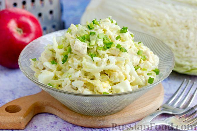 Фото к рецепту: Салат с курицей, пекинской капустой и яблоком