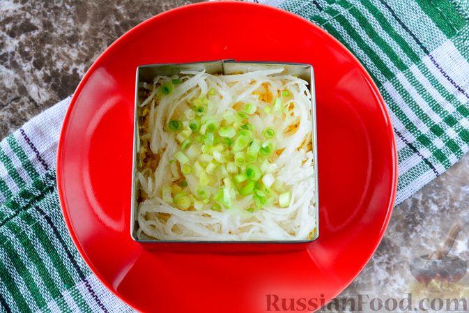 """Фото приготовления рецепта: Слоёный салат """"Белый"""" с курицей, фасолью и рисом - шаг №9"""