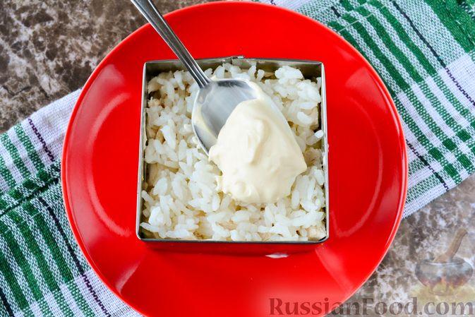 """Фото приготовления рецепта: Слоёный салат """"Белый"""" с курицей, фасолью и рисом - шаг №12"""