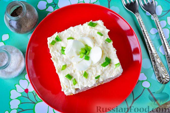 """Фото приготовления рецепта: Слоёный салат """"Белый"""" с курицей, фасолью и рисом - шаг №15"""