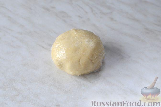 Фото приготовления рецепта: Рулетики из творожного теста, с яблочной начинкой - шаг №8