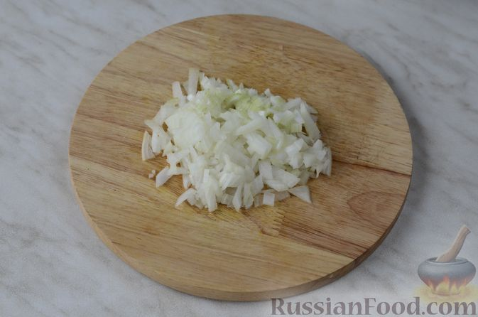 Фото приготовления рецепта: Торт из хлеба, со сметанным кремом и ананасами (без выпечки) - шаг №4