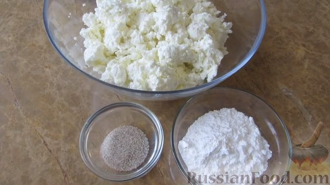 Фото приготовления рецепта: Блинный торт с клубникой и творогом - шаг №9