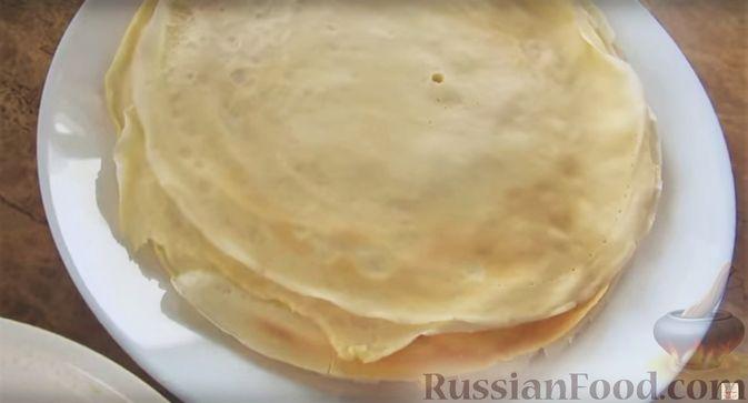 Фото приготовления рецепта: Блинный торт с клубникой и творогом - шаг №5