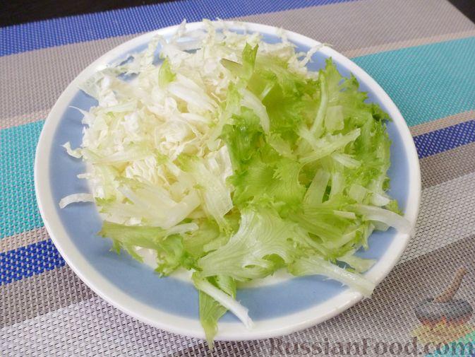 Фото приготовления рецепта: Капуста, тушенная с мясом и рисом (на сковороде) - шаг №2