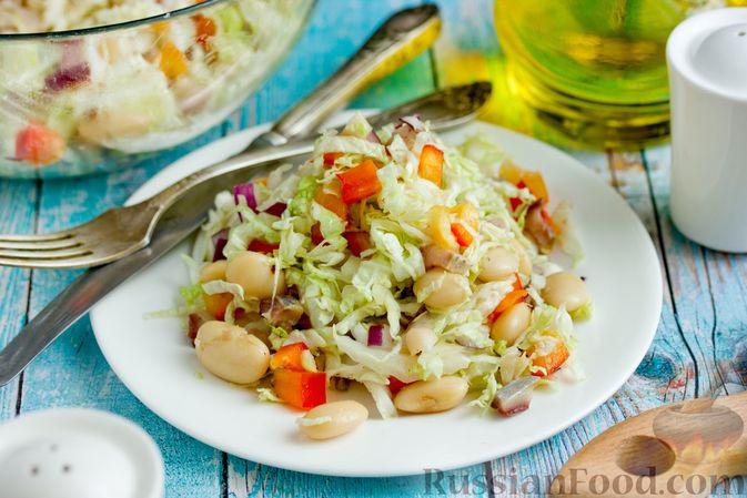 Фото приготовления рецепта: Салат из пекинской капусты с фасолью и сельдью - шаг №10