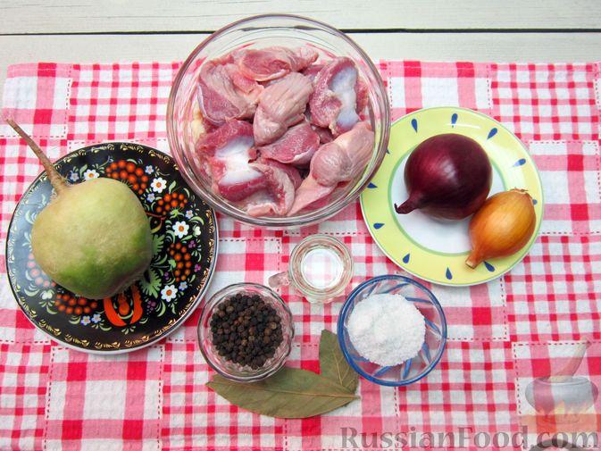 Фото приготовления рецепта: Салат из редьки, лука и куриных желудков - шаг №1