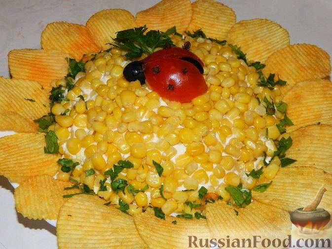 """Рецепт Салат """"Подсолнух"""" с кукурузой и грибами"""