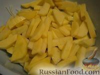 Фото приготовления рецепта: Скумбрия с картофелем, запеченные под майонезом - шаг №5