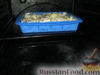 Фото приготовления рецепта: Скумбрия с картофелем, запеченные под майонезом - шаг №8
