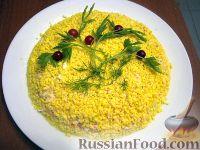 """Фото к рецепту: Салат """"Мимоза"""" с крабовыми палочками"""