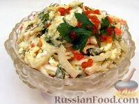Фото к рецепту: Салат с кальмарами и красной икрой