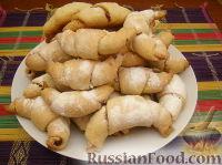 Фото к рецепту: Домашние рогалики с повидлом