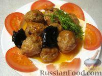 Фото к рецепту: Тефтели  в кисло-сладком соусе с черносливом