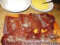 Фото приготовления рецепта: Печеночные отбивные - шаг №2