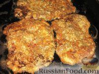 Фото приготовления рецепта: Печеночные отбивные - шаг №3