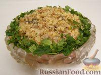 Фото к рецепту: Салат из курицы с черносливом и грибами