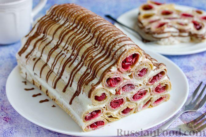 Фото приготовления рецепта: Блинный торт со сметанным кремом и вишней - шаг №18