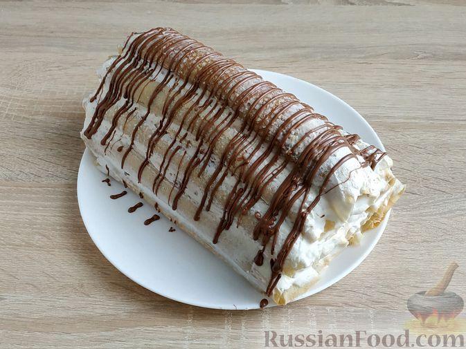 Фото приготовления рецепта: Блинный торт со сметанным кремом и вишней - шаг №17
