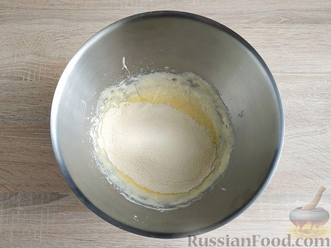 """Фото приготовления рецепта: Слоёный салат """"Оливье"""" с курицей - шаг №10"""