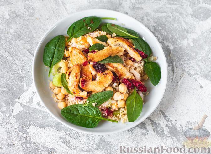 Фото приготовления рецепта: Салат с курицей, кускусом, нутом и сельдереем - шаг №11