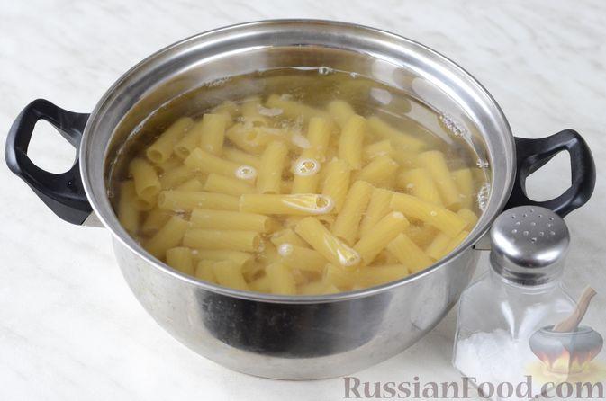 Фото приготовления рецепта: Рулетики из теста фило, с мясом, сыром и зеленью - шаг №14