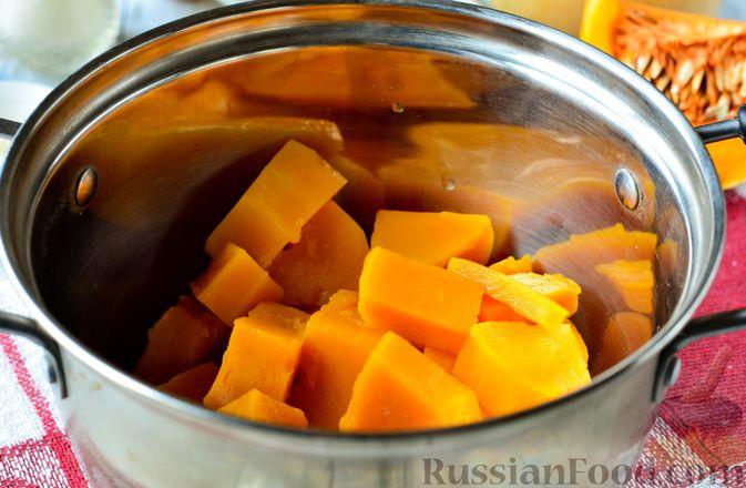 Фото приготовления рецепта: Тыквенные блины с творожной начинкой - шаг №2