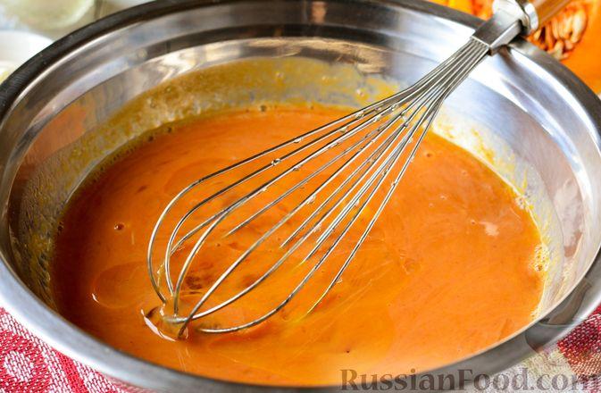 Фото приготовления рецепта: Тыквенные блины с творожной начинкой - шаг №6