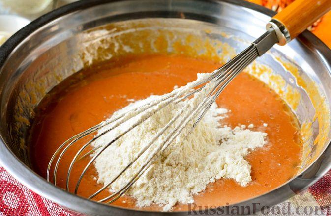 Фото приготовления рецепта: Тыквенные блины с творожной начинкой - шаг №7