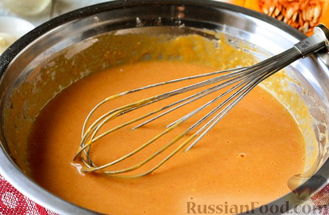 Фото приготовления рецепта: Тыквенные блины с творожной начинкой - шаг №8