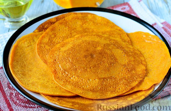 Фото приготовления рецепта: Тыквенные блины с творожной начинкой - шаг №10