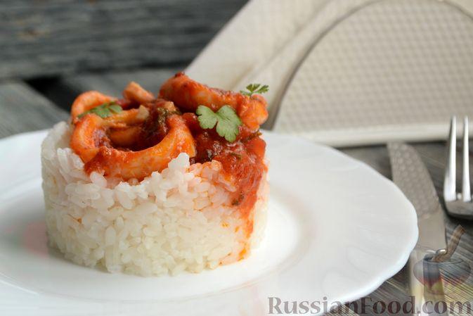Фото приготовления рецепта: Кальмары в остром томатном соусе - шаг №10
