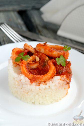 Фото приготовления рецепта: Кальмары в остром томатном соусе - шаг №11