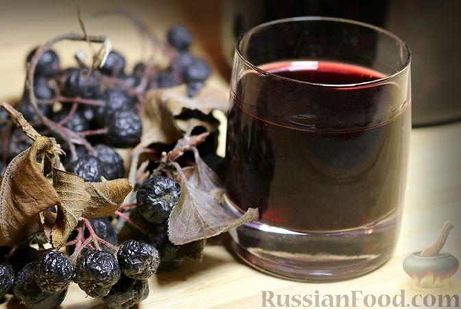 Фото к рецепту: Настойка из черноплодной рябины на водке