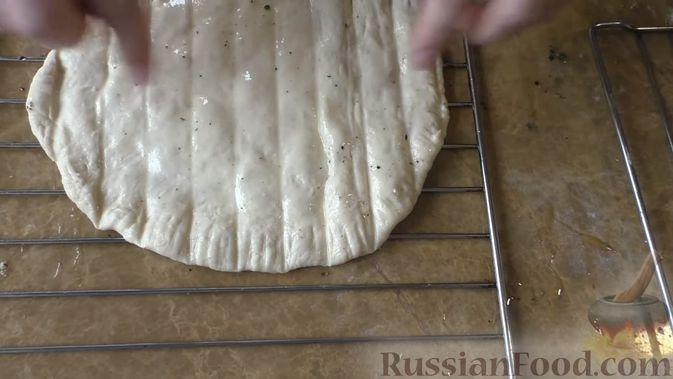 Фото приготовления рецепта: Салат с консервированной рыбой, рисом, яйцами и луком - шаг №6