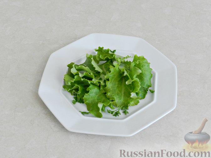 Фото приготовления рецепта: Салат c куриной печенью, вишней и яблоком - шаг №9