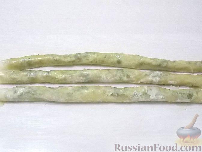 Фото приготовления рецепта: Капуста, тушенная с мясом, грибами и айвой - шаг №7