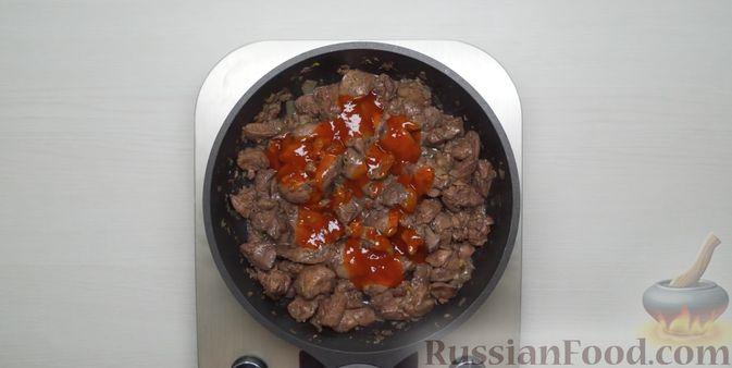 Фото приготовления рецепта: Гороховый суп с копчёной грудинкой и курицей - шаг №10