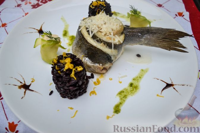 Рецепт Сибас, запеченный с дор блю и пармезаном